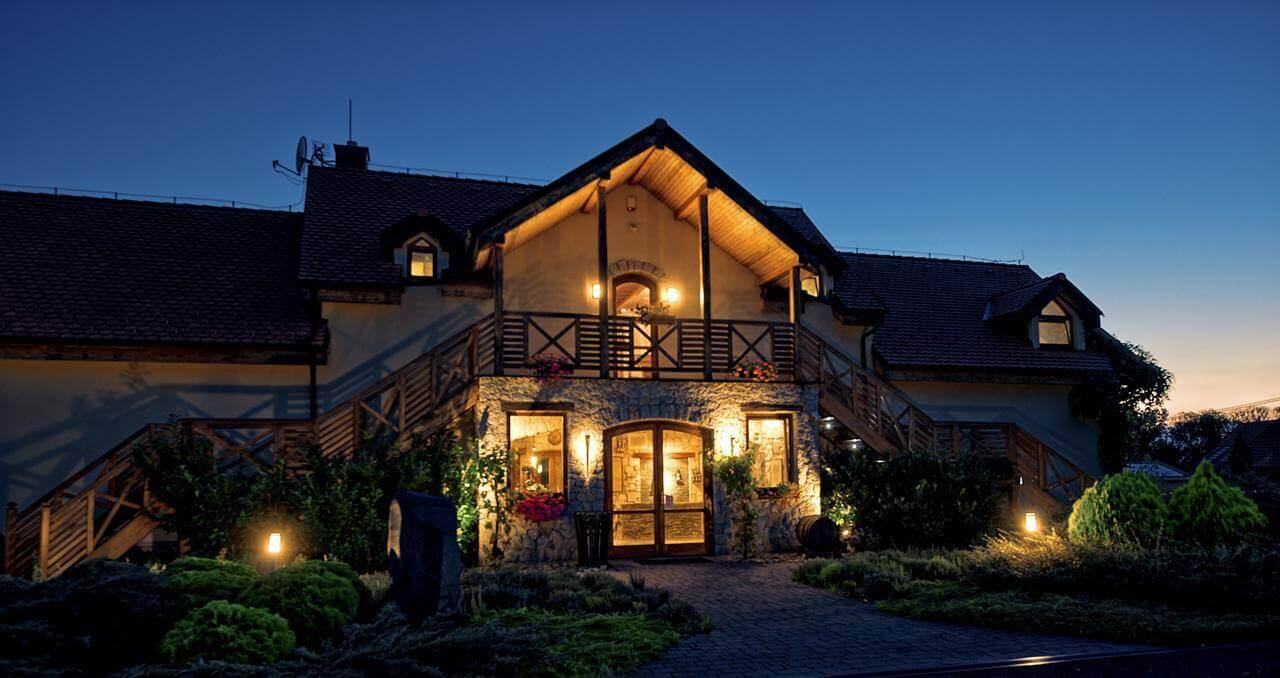 Tokajský dom osvetlený