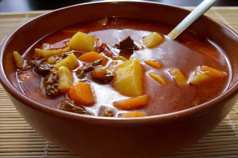 gulasova-polievka