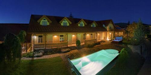 penzión TOKAJ 2 osvetlený s bazénom a vírivkou